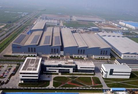 Большой завод в Китае
