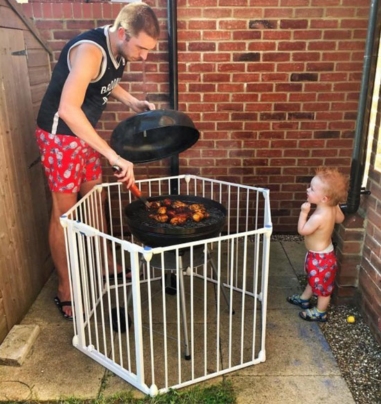 Металлический детский забор для безопасности