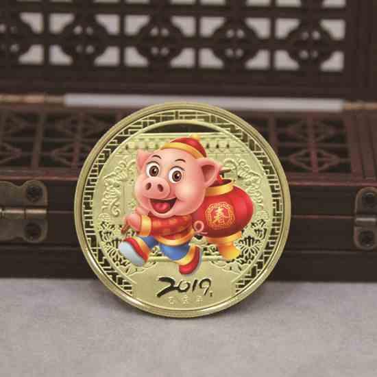 Коллекционная монетка талисман удачи в год свиньи