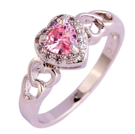 Кольцо с сердцем - подарок для девушки на День святого Валентина.